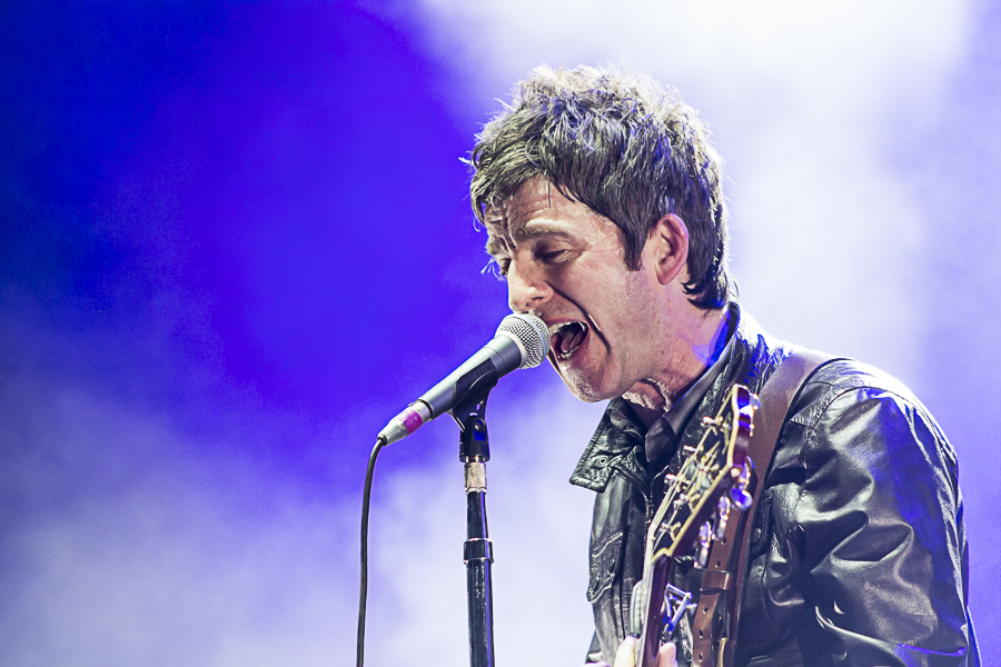 Noel-Gallaghers-High-Flying-Birds-3-Arena-04-02-15-5