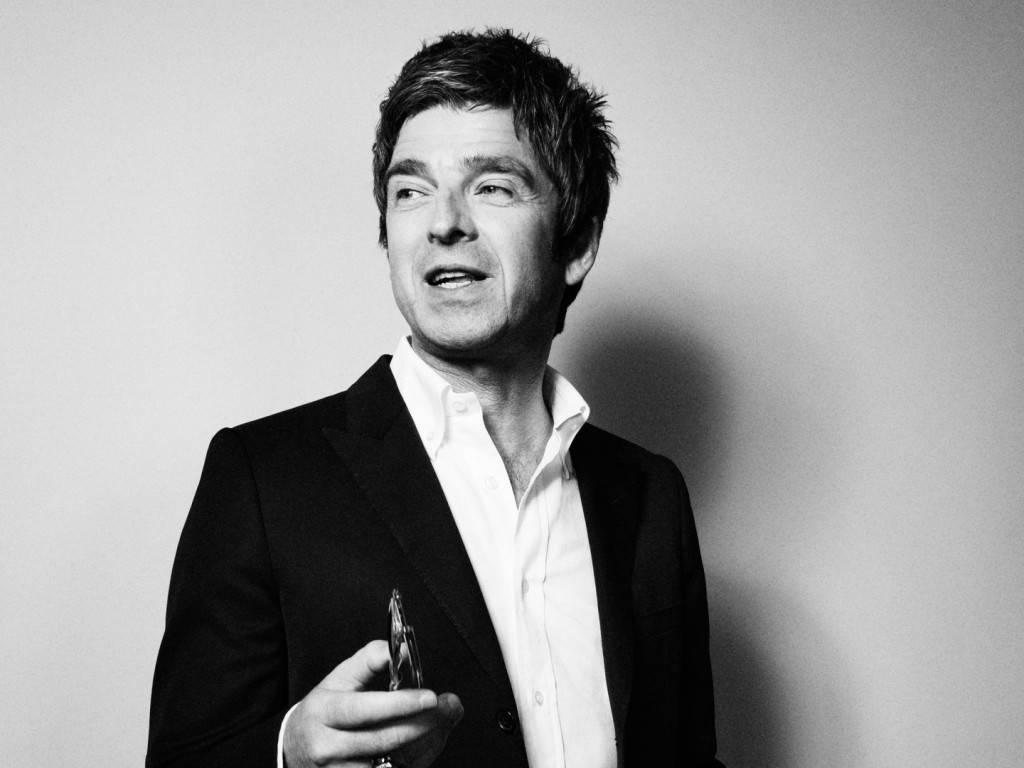 Noel-Gallagher-December-Esquire-5-43